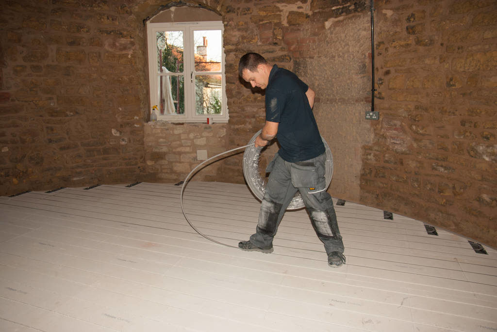 Laying underfloor heating pipes
