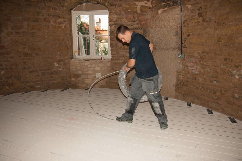 Laying underfloor heating pipes